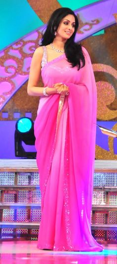 Sridevi in a pink sari. It's beautiful and compliments her very well. Anarkali, Lehenga Choli, Sari Rose, Indian Dresses, Indian Outfits, Indian Clothes, Cheongsam, Hanfu, Mode Rose