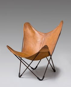 1938 Butterfly chair, also known as BKF chair, by Antonio Bonet Juan Kurchan , Jorge Ferrari Hardoy Unique Furniture, Contemporary Furniture, Home Furniture, Furniture Design, Modern Chairs, Midcentury Modern, Poltrona Design, Wassily Chair, Modern Brands