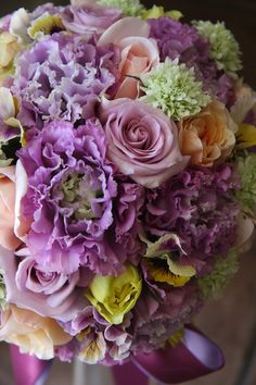 eustoma,rose,scabiosa and pansy Purple And Green Wedding, Purple Wedding Cakes, Purple Wedding Flowers, Wedding Cakes With Flowers, Floral Wedding, Wedding Bouquets, Beautiful Flowers, Flower Cakes, Gold Wedding