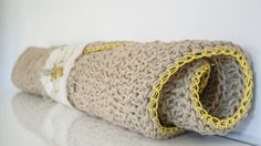 Pedidos preparados con tanto cariño que da lástima empaquetarlos. Ojalá pudiéramos ver vuestras caras al recibir nuestros paquetes. #knittingnoodles #knittingnoodlesrug