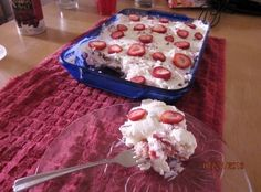 Strawberry Heaven, Desserts, This recipe is so simple and delicious! The recipe is one that I got from The Georgia Farm Bulletin. When my sweet Mother was alive she got their bul. Strawberry Heaven Recipe, Strawberry Desserts, Strawberry Delight, Healthy Strawberry Recipes, Strawberry Pie, No Bake Desserts, Just Desserts, Yummy Treats, Sweet Treats
