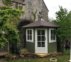 Small corner summerhouse painted with double glazed door & windows and decorative glazing bars. Perfect to brighten up the corner of any garden Small Summer House, Corner Summer House, Summer House Garden, Garden Bar, Small Backyard Gardens, Backyard Sheds, Shed Design, Garden Design, Little Corner