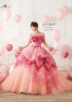 元AKB48の篠田麻里子ちゃんがプロデュースするウェディングドレスのコレクションをご存知ですか? 今回は、篠田麻里子ちゃんプロデュースするドレスコレクションをご紹介します。 ※画像をクリックすると拡大表示されます。