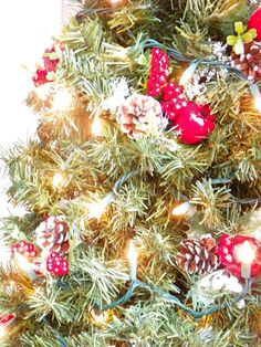 Winder and Main {LBP}: embelishing the tomato cage Christmas tree from last year.