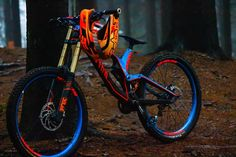 MTB Downhill and Slopestyle bikes. Mountain bike setups and tricks. MTB Downhill and Slopestyle bikes. Mountain bike setups and tricks. Best Mountain Bikes, Mountain Bike Trails, Mountain Bike Helmets, Fully Bike, Mtb Frames, Montain Bike, Mt Bike, Downhill Bike, Bike Photography