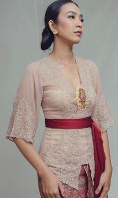 Kebaya Hijab, Batik Kebaya, Batik Dress, Indonesian Kebaya, Kebaya Bali, Traditional Fashion, Traditional Dresses, Model Dress Kebaya, Asian Outfit