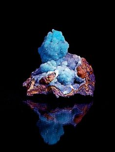 themineralogist:  Quartz over Chrysocolla on limonite matrix