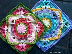 A Heart themed square that comes alive in an array of vibrant heart-centred colours! Perfect as a central motif in a welcoming baby blanket. Add a few rounds to make an eye-catching front panel for a bag! Four squares together are an ideal scatter cushion size, for a heartwarming Christmas gift.