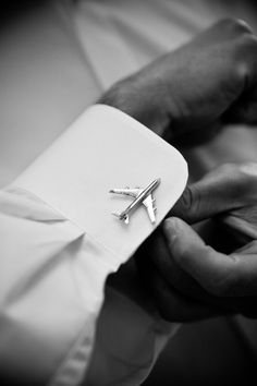 Cute wedding gift to give your groom! Cufflinks that reflect something he likes or does. Aviation Wedding, Pilot Wedding, Der Gentleman, Gentleman Style, Groom Cufflinks, Pilot Gifts, Cabin Crew, Flight Attendant, Wedding Gifts