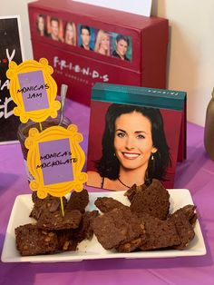 Tv: Friends, Friends Cake, Friends Tv Show, Party Food Themes, Birthday Party Themes, Cake Tv Show, Food Tv Shows, Aqua Coral, Birthday Ideas For Her