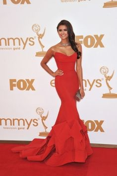 if i were ever to wear a red dress it would need like this dress that Nina Dobrev is wearing. wow.