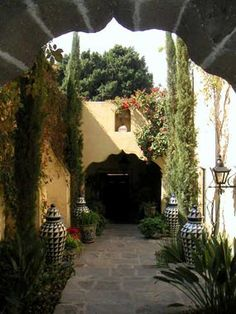 Casa San Andres in San Miguel de Allende - ༺༺ 🏡 ❤ ℭƘ ༻༻ Mexican Hacienda, Mexican Style, Spanish Revival, Spanish Style, Outdoor Rooms, Outdoor Living, Spanish Courtyard, Patio Central, Mexican Home Decor