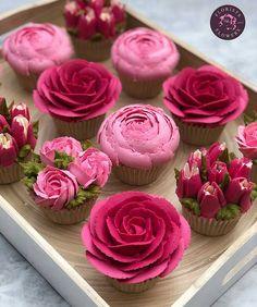How to pipe buttercream roses - - Birthday Cupcake Ideen - Cupcakes Cupcakes Flores, Floral Cupcakes, Pink Cupcakes, How To Pipe Cupcakes, Decorated Cupcakes, Valentine Cupcakes, Floral Cake, Valentines, Rosas Buttercream