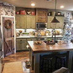 Best Rustic Farmhouse Kitchen Cabinets Makeover Ideas - Page 21 of 48 Farmhouse Kitchen Cabinets, Modern Farmhouse Kitchens, Farmhouse Kitchen Decor, Home Decor Kitchen, New Kitchen, Basic Kitchen, Country Kitchens, Decorating Kitchen, Kitchen Sinks