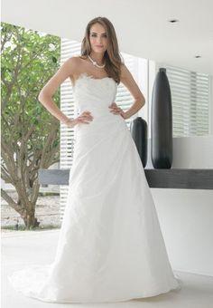 https://flic.kr/p/BDxLUz | Trouwjurken | Trouwjurken vintage, Moderne Trouwjurken, Korte trouwjurken, Avondjurken, Wedding Dress, Wedding Dresses | www.popo-shoes.nl