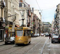 Bruxelles rue du Bailli Train Light, Streetcar Named Desire, Light Rail, City Scene, Mode Of Transport, Old World Charm, Paradise, Brussels, Trains