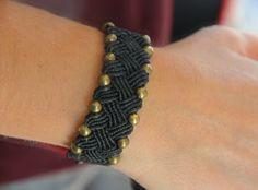 Bracelet artisanal en macramé : Bracelet par mayssara                                                                                                                                                      More