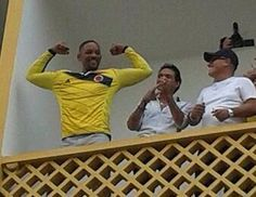 Actor Will Smith festejando el triunfo de Colombia en el mundial.