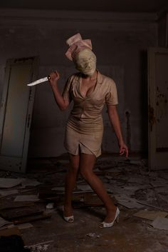 [Self] My Silent Hill nurse cosplay. Celebrity Halloween Costumes, Diy Halloween Costumes, Diy Halloween Decorations, Halloween Makeup, Halloween Ideas, Silent Hill Movies, Silent Hill Art, Zombie Cosplay, Danger Girl