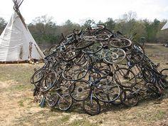 Een grapje. Heeft niets met een traditionele zweethut te maken. Bicycle sweat lodge by JettSuperior, via Flickr