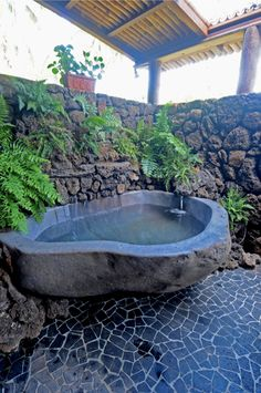 I dont think my life will be complete until I have my own bathtub carved ou. I dont think my life will be complete until I have my own bathtub carved out of a single, giant rock. I ADORE THIS! Outdoor Bathtub, Outdoor Bathrooms, Custom Home Designs, Custom Homes, Stone Bathtub, Garden Shower, Outdoor Stone, Earthship, Jacuzzi