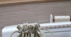 Abyste děvčata vše nezapomněla, zde jsem vám nafotila návod na pytlík. Než budeme mít další lekci 19. 12 .,můžete si doma protrénovat ši... Horn, Toilet Paper, Diy And Crafts, Sewing, Blog, Dressmaking, Couture, Stitching, Horns