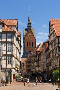 Zeker zien in Hannover: de prachtige oude stad, vol met vakwerkhuizen. Deze zijn na de bombardementen van de Tweede Wereldoorlog weer mooi hersteld. Bekijk alle (gratis!) bezienswaardigheden in Hannover.