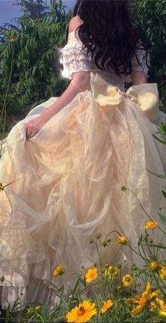 Angel Aesthetic, Aesthetic Vintage, Aesthetic Girl, Aesthetic Clothes, Aesthetic Outfit, Aesthetic Photo, Pretty Dresses, Beautiful Dresses, Fairytale Dress