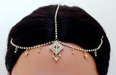 Goldpolish white diamond head piece tikka with nose pin-135[Regular Price:                                    $50.00                                                                    Now only:                                    $25.00]