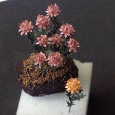 Miniature chrysanthemum tutorial - We Love Miniatures