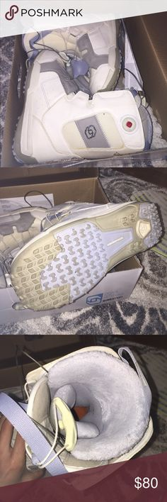 Solomon Snowboarding Boots White snowboarding boots that are never used. Original box is still included and this is size 6.5 but fits nicely for size 6! Shoes