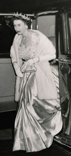 November H.Queen stepping from car, when she arrived at the London Palladium to attend the Royal Variety Performance. Queen Mary, Queen Elizabeth Ii, House Of Windsor, Extraordinary People, Princess Margaret, British Monarchy, Save The Queen, Royal House, Royal Jewels