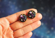 Hand embroidered ' Mini Space' Earrings by İrem Yazıcı de BaobapHandmade en Etsy https://www.etsy.com/es/listing/231519507/hand-embroidered-mini-space-earrings-by