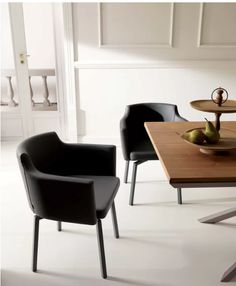 Boss Armchair Matt Metal Frame is one of our Best Selling Armchair. Its unique Style gives this Chair the perfect look also around a Dining Table. Contemporary Chairs, Modern Dining Chairs, Contemporary Design, Dining Table, Dining Room, Swivel Armchair, Modern Lighting, Accent Chairs, Upholstery