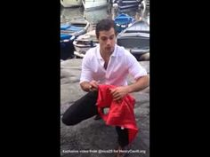 ▶ Henry Cavill with fans in Naple - YouTube