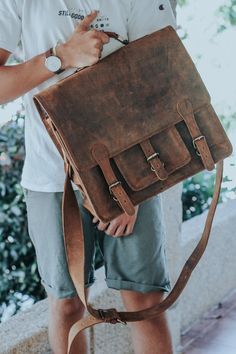 Fit everything you need for the new term with this fantastic uni bag, the leather overlander satchel bag. Use our student discount code for off full price bags! University Bag, Back To University, University Style, Leather Laptop Bag, Leather Bag, Fashion Bags, Fashion Ideas, Uni Bag, Mens Back