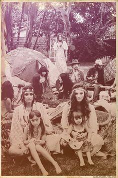 "love child.. ""Can your Flower child play with my flower child ? •❤•(((((☮♥❤♥☮)))))•❤• •❤•FL✿WER P✿WER•❤•........ Loven' Hippie style.. Michele ❤❤❤"