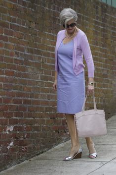 Like the silver shoes with mauve outfit. Note that the cardigan is a slightly different shade. Cardigan Outfits, Cardigan Fashion, Over 50 Womens Fashion, Fashion Over 50, Chic Outfits, Fashion Outfits, Fashion Trends, Women's Fashion, Summer Outfits