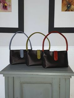 Black leather bags with a colorful touch., inclusive a lining in the matching color (red, green or blue) #Shoulderbag, #Blackshoulderbag #leatherbag #blackleatherbag #colorlining #handmadebag