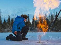 Os cientistas permafrost prevêem que nas próximas três décadas, um total de cerca de 45 bilhões de toneladas métricas de carbono a partir de metano e dióxido de carbono irão se infiltrar na atmosfera quando o permafrost derreter no  verão. Isso é aproximadamente a mesma quantidade de gás-estufa do mundo produz durante cinco anos de queima de carvão, gás e outros combustíveis fósseis, UsaToday 2011