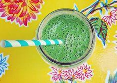 Zielone koktajle: jarmuż + szpinak + awokado + ogórek + migdały + woda kokosowa
