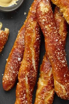 If you are dreaming of Oktoberfest soft pretzels and beer in each hand then this is the recipe you need to whip up this weekend. These soft doughy fresh pretzels are even more satisfying when shared with friends. Plus a pint of beer of course. Appetizer Recipes, Snack Recipes, Cooking Recipes, Snacks, Appetizers, Homemade Soft Pretzels, Pretzels Recipe, Wine Recipes, Love Food