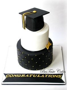 12 Cool Graduation Cake Ideas for Your Special One Phd Graduation, Graduation Party Planning, Graduation Party Decor, Grad Parties, Graduation Ideas, Graduation Cake Designs, Graduation Cupcakes, Bolo Floral, First Communion Cakes