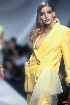 When supermodels ruled the world 90s Fashion, Runway Fashion, Fashion Models, Fashion Beauty, Vintage Fashion, Fashion Outfits, Vintage Style, Nadja Auermann, Ferrat