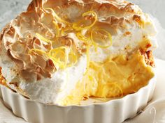 Lemon Cheesecake: This delicious tangy cheesecake topped with melt-in-your-mouth meringue is one of our all-time favourite YOU recipes. Lemon Meringue Cheesecake, Cheesecake Recipes, Pie Dessert, Dessert Recipes, Kos, Merangue Recipe, African Dessert, Coconut Tart, Delicious Desserts
