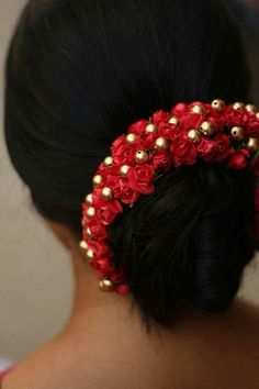 Saree Hairstyles, Indian Bridal Hairstyles, Bride Hairstyles, Bun Hairstyle, Flower Hair Accessories, Wedding Hair Accessories, Bridal Hair Buns, Bridal Hairdo, Hair Garland