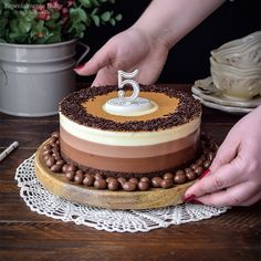 Tarta de queso tres chocolates 5º Aniversario del blog | Especialmente Dulce Easy Cake Recipes, Sweet Recipes, Brunch Sydney, Pineapple Cake, Pan Dulce, Chocolate Cheesecake, Churros, Tres Chocolates, Dessert Bars
