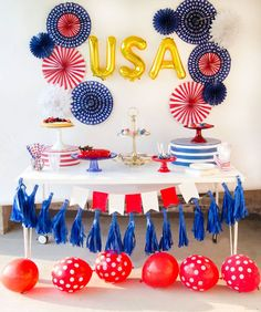 Learn How to Throw a of July Party with these six easy tips and tricks by Lindi Haws of Love The Day. Plus a lot of free printable to help you out! 4th Of July Desserts, Fourth Of July Food, 4th Of July Celebration, 4th Of July Party, July 4th, Party Desserts, Usa Party, July Birthday, Birthday Parties