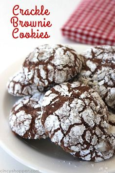 Made from Brownie mix. Chocolate Crinkle Brownie Cookies -Great for a Christmas Cookie or a favorite all year round. Soft, chewy, and fudgey just like a brownie. Make them with your favorite brownie mix. Crinkle Cookies, Brownie Cookies, Cookie Dough Cake, Kiss Cookies, Baby Cookies, Heart Cookies, Valentine Cookies, Easter Cookies, Birthday Cookies