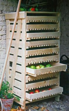 Pallet drawers for root cellar storage. /// Just went down a root cellar storage rabbit hole, This one looks like a good Friday night build? Pallet Crafts, Pallet Projects, Home Projects, Wood Crafts, Pallet Ideas, Diy Pallet, Country Living Uk, Palette Deco, Root Cellar